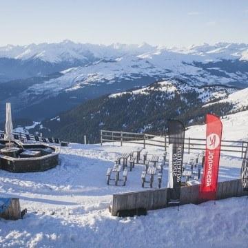 Ośnieżony stok narciarski
