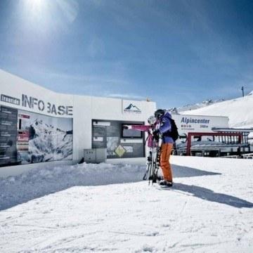Przed stokiem narciarskim