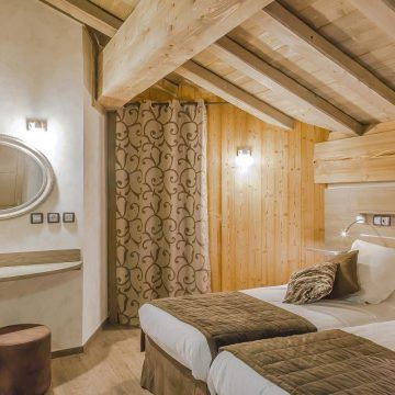 bedroom-under-mansard-les-balcons-platinium-val-thorens-large-2013