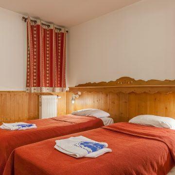 les_balcons_de_val_thorens_appartement_323_type_6_8_pers_mezzanine_chambre_img_8523_acr9_web_2048