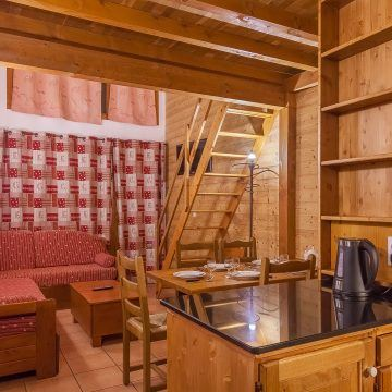 les_balcons_de_val_thorens_appartement_323_type_6_8_pers_mezzanine_salon_img_8502_acr8_web_2048