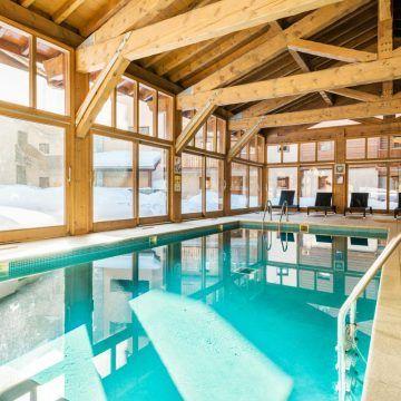 piscine-residence-lagrange-les-chalets-d-edelweiss-la-plagne-large-1728 (1)